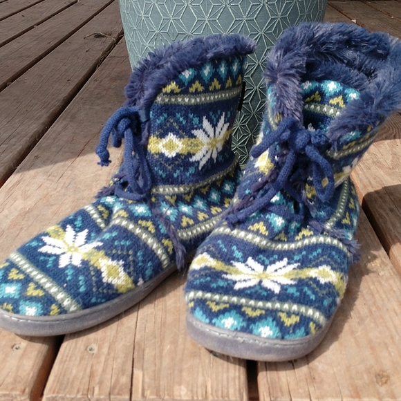 Muk Luks 9/10 aztec winter booties slippers